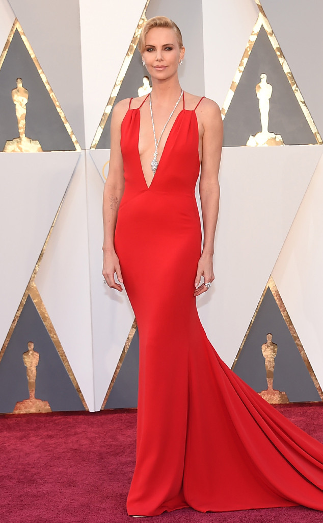 Look Oscar 2016 Charlize Theron