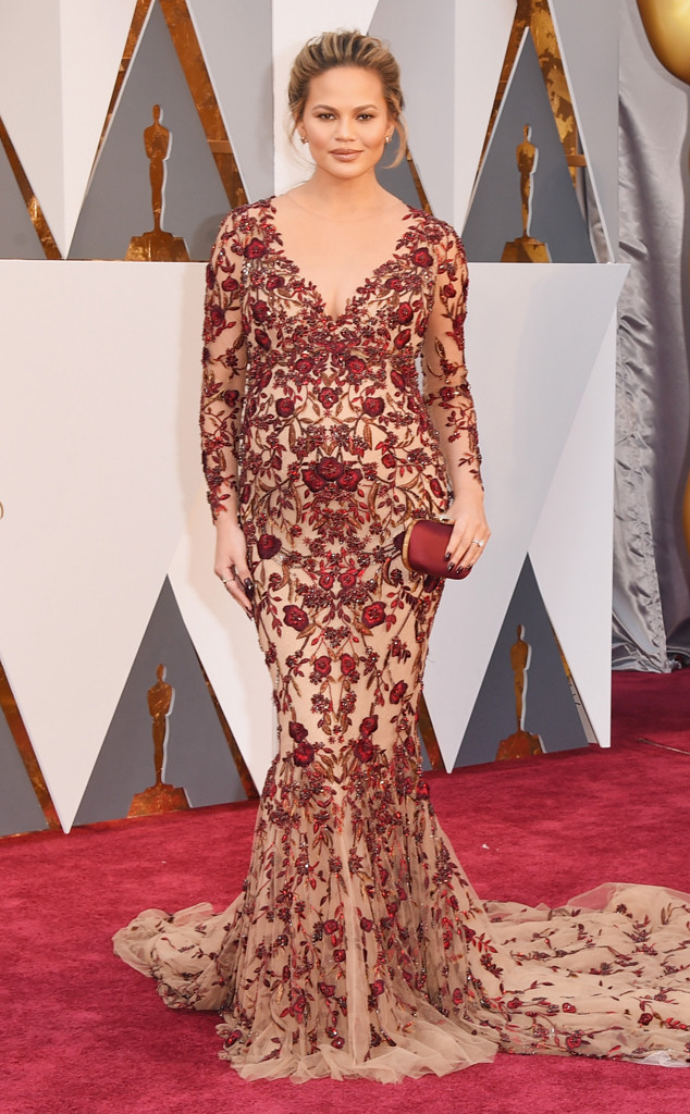 Chrissy-Teigen-Look-Oscar