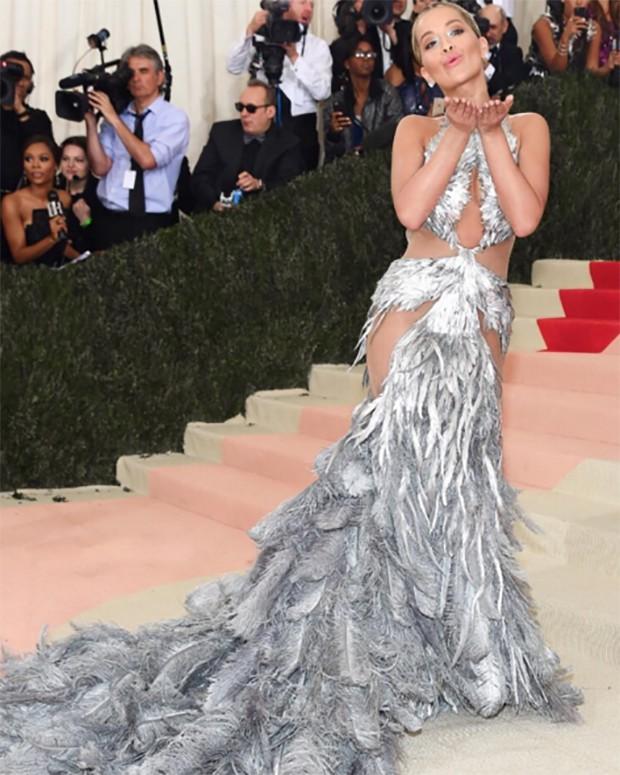 Look lingerie impossível Rita Ora